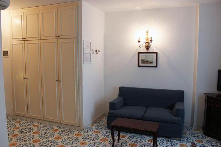 06.wardrobe-sofa-02